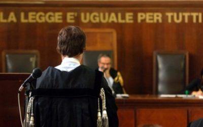 Commette reato di truffa il soggetto che si qualifica come amministratore senza avere i requisiti
